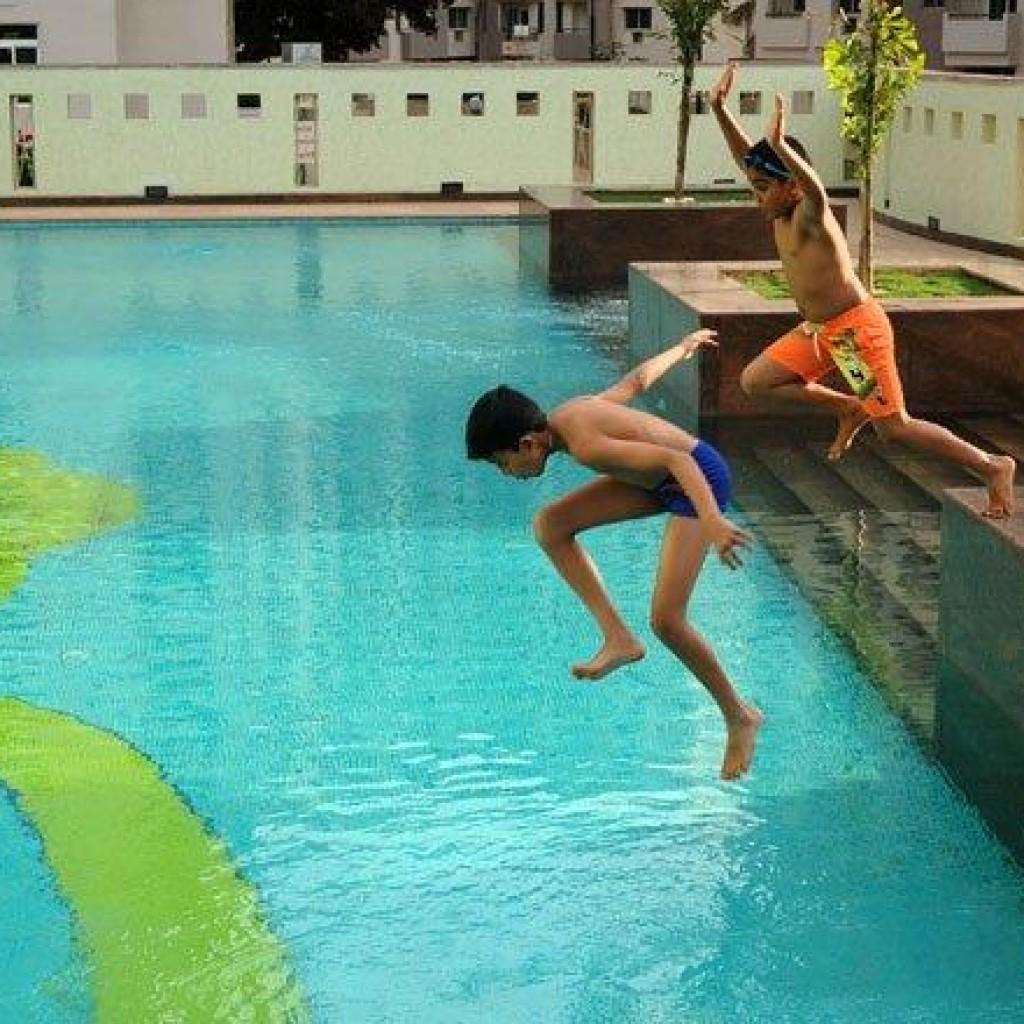 Augusta club bangalore spree clubs for Swimming pool near sahakar nagar bangalore
